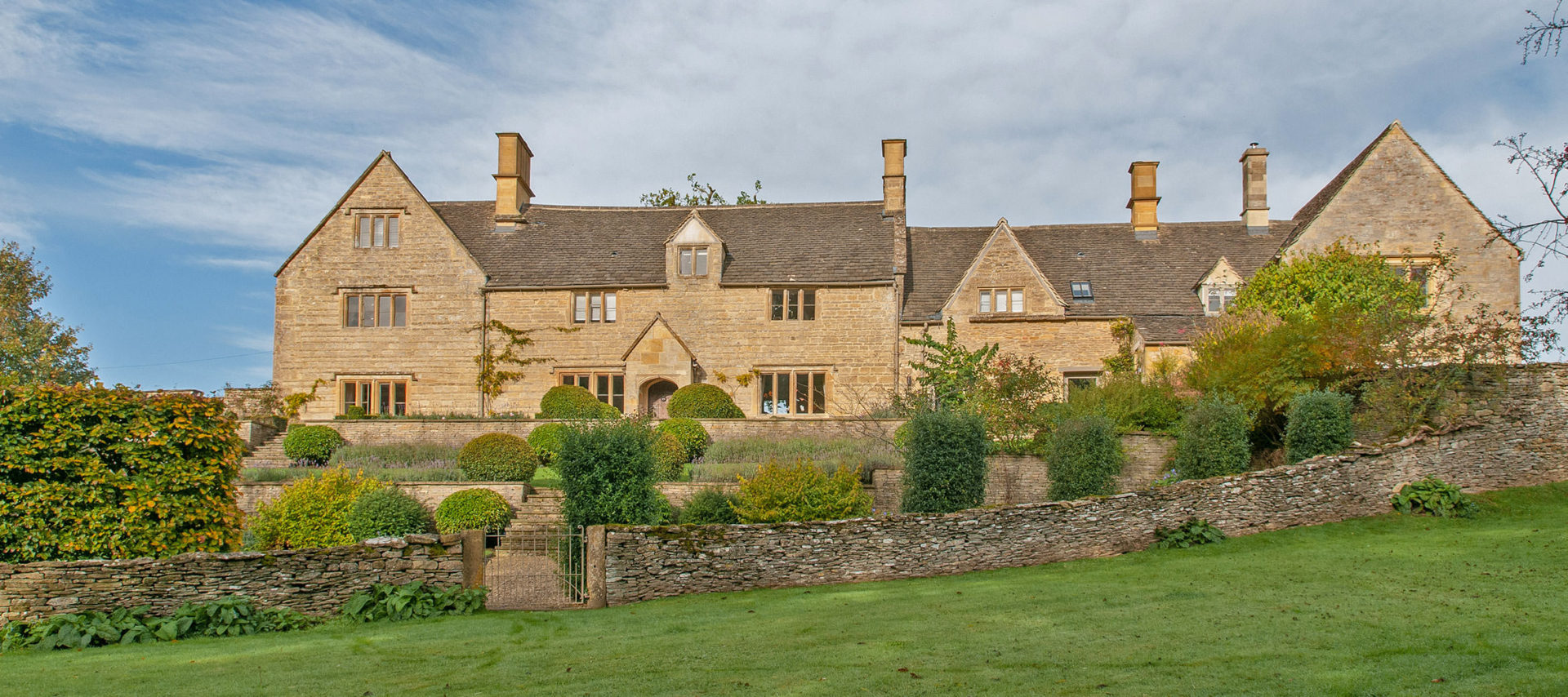 luxury-cotswold-farmhouse-guiting-power-1920x854