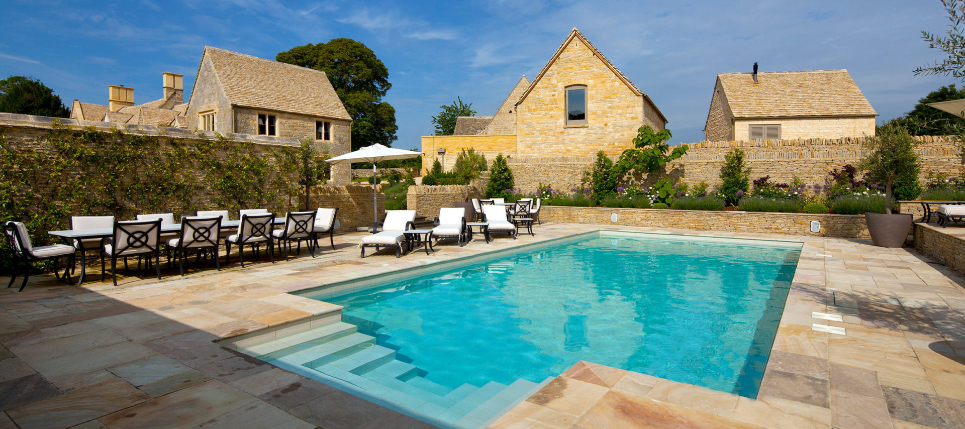 luxury-cotswold-farmhouse-swimming-pool-1920x854
